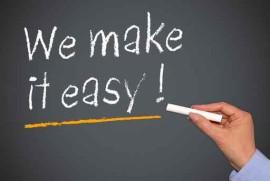 """Bild - schwarze Tafel mit dem Text """"We make it easy"""" zum Einführungsworkshop """"Stimme für Berufssprecher"""""""
