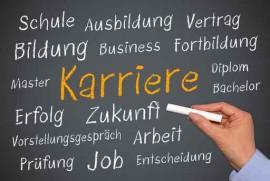 """Bild zum Imagetraining schwarze Tafel, eine Hand mit Krei, destift die schreibt """"Schule, Bildung, Ausbidung, Fortbildungarriere, Erfolg, Zukunft, Job, Prüfung, Arbeit,  Vorstellungsgespräch"""